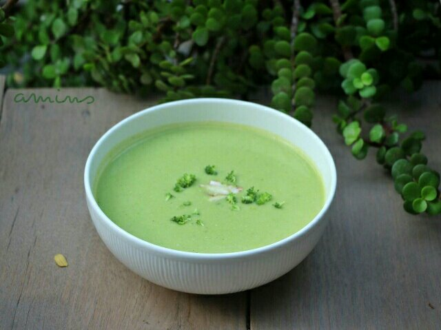 Broccoli Almond Cheese Soup / Guest Post By Vishal Amin