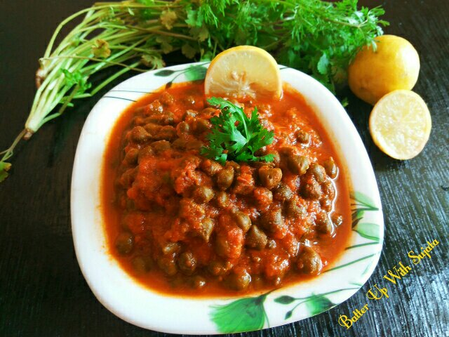 Green Chickpea Or Hara Chana Curry / Ghugni