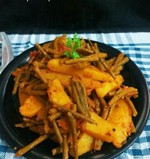 Tender Drumstick Potato Dry Curry With Bengali Five Spices / Sojne DataChochchori