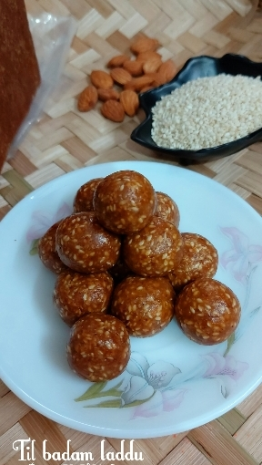 Til Badam Laddu Or Sesame Almond Laddu