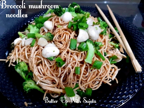 Broccoli Mushroom Noodles With Sriracha Sauce